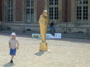 Tom_and_Statue_at_Versailles.jpg